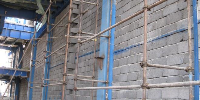 اجرای دیوار ضلع غرب با بلوکه لیکا